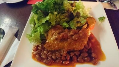 骨付き鶏もも肉とチリビーンズのトマトソース煮込み.JPG